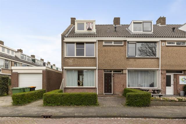 Ruysdaelstraat 1, Hoogeveen